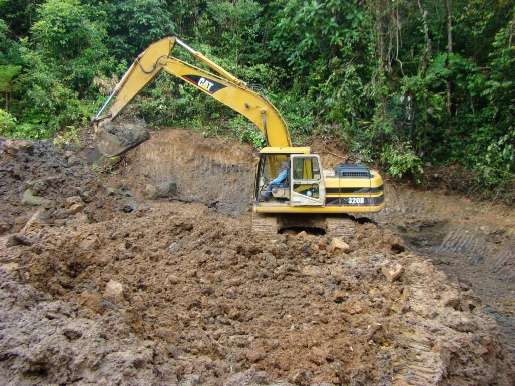 Limpieza y remediación de suelo contaminado